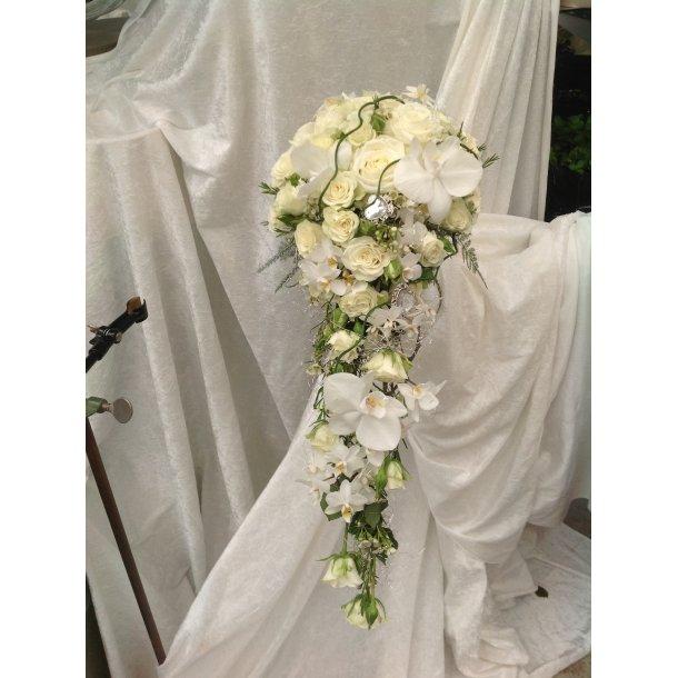 Hvit brudebukett med dråpe form